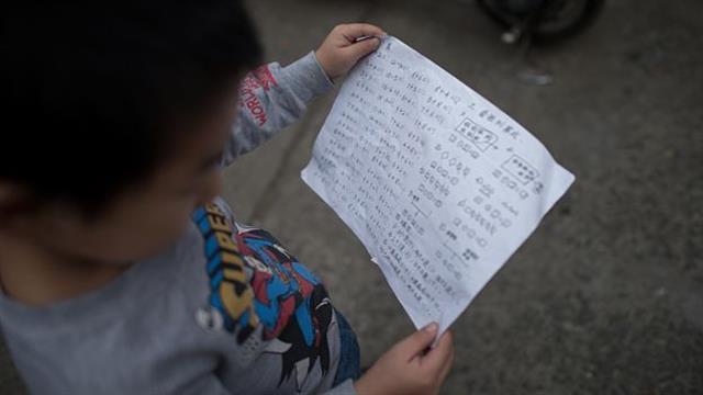 Primero enseñan los principios y leyes matemáticas, antes de los problemas matemáticos prácticos. Foto: AFP
