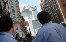 La reacción de peatones que presencian el colapso del World Trade Center, el 11 de septiembre de 2001