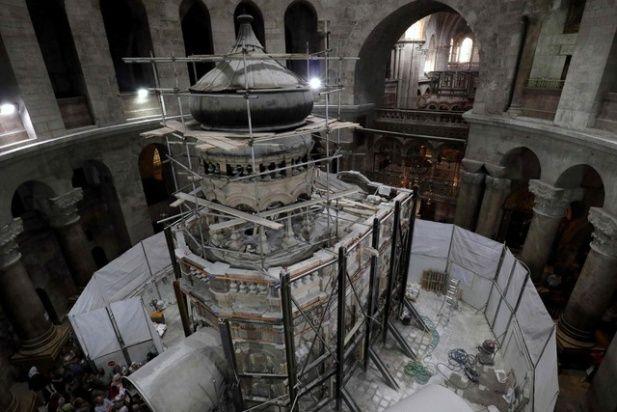 Conmoción: hallaron intacta la losa del Santo Sepulcro.