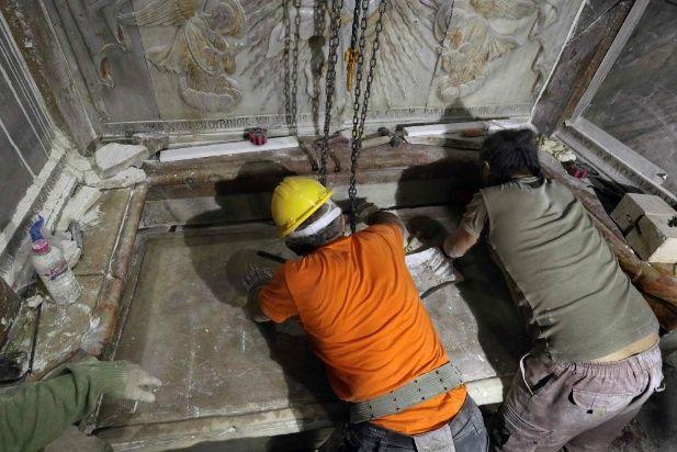 El sepulcro se abrió el 26 de octubre y harán estudios durante meses.